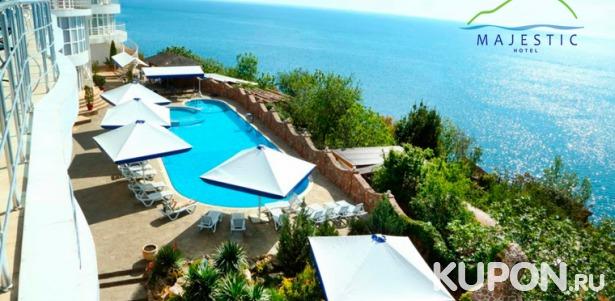 Скидка до 59% на spa-отдых в отеле Majestic в Алуште: 3-разовое питание, романтический ужин, пользование spa-зоной, массаж, закрытый бассейн, экскурсии и не только
