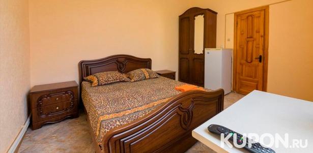 Скидка 52% на отдых для 2, 3 или 4 человек в гостинице «Самсон» в Геленджике