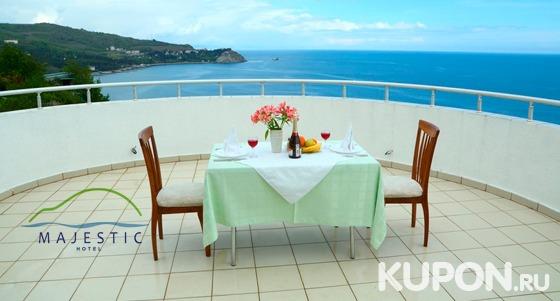 От 3 дней отдыха в отеле Majestic в Алуште: 3-разовое питание, массаж, пользование spa-зоной, романтический ужин, бассейн и не только. Скидка до 59%