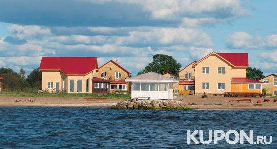 От 3 дней проживания в коттеджах для компании до 18 человек + посещение финской сауны в загородном клубе Ustje Beach Resort на берегу Чудского озера. Скидка до 66%