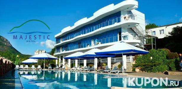 Spa-отдых в отеле Majestic в Алуште: 3-разовое питание, романтический ужин, пользование spa-зоной, массаж, закрытый бассейн, экскурсии и не только. **Скидка до 59%**